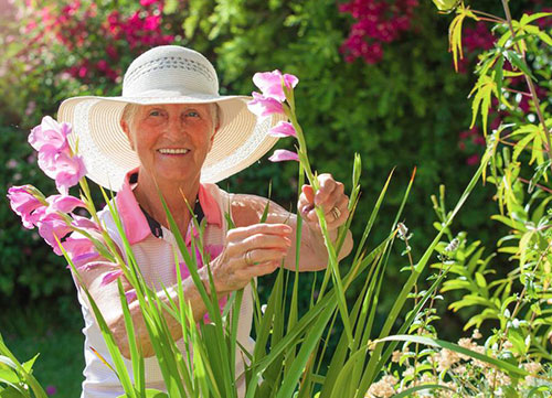 How-To-Look-For-A-Gardening-Hat - The Best Hat